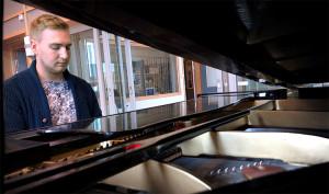 Henrik Langemyr var med på fjolårets låtskrivarläger och berättar att han fortfarande har kontakt med deltagarna.